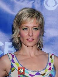pictures of amy carlson hairstyle amy carlson pictures photo gallery contactmusic com