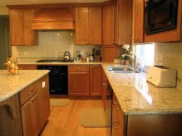 cuisine avec fenetre cuisine cuisine avec fenetre avec jaune couleur cuisine avec