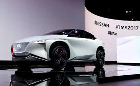 nissan crossover nissan unveils crossover ev concept with more torque than gt r