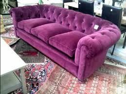canapé chesterfield violet photos canapé chesterfield velours