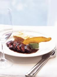cerf cuisine recette de ricardo de steaks de cerf sauce grand veneur ces
