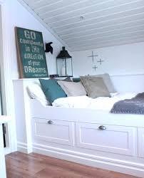 comment peindre une chambre comment peindre chambre mansardee chambre sous combles minuscule lit