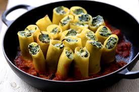 cuisiner la ricotta on dine chez nanou paccheri pâtes farcies aux épinards et à la