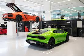 lamborghini dealership do check out the largest lamborghini showroom if you visit dubai