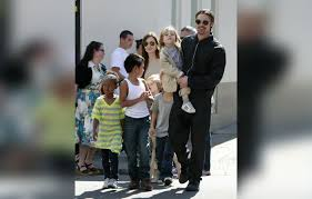 Angelina Jolie Mansion by Does Brad Know Angelina Jolie Plans To Flee The U S With Their Kids