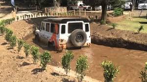 land rover experience defender paso de agua en una defender en el land rover experience en