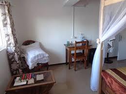 hotel restaurant avec dans la chambre petit coin bureau dans la chambre petit salon avec table basse