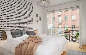 chambre avec papier peint ue chambre à tête de lit en papier peint noir et blanc half moon