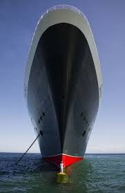 crazy image of the queen mary 2 and it u0027s captain queen mary