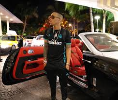 roll royce celebrity tekno show up fleet of rolls royce cars in miami with his new look
