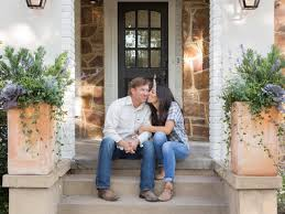 Chip And Joanna Gaines Chip And Joanna Take On U0027project Flipper Upper U0027 Hgtv U0027s