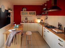cuisine blanche mur framboise cuisine peinture mur