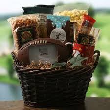 football gift baskets teki 25 den fazla en iyi football gift baskets fikri