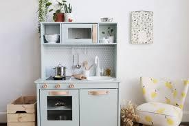 cuisine pour enfants ikea hack comment relooker la cuisine pour enfant duktig