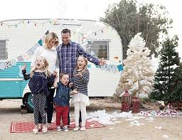 12 outdoor family holiday card ideas that aren u0027t a tree farm