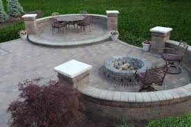 building a fire pit with retaining wall blocks fire pit ideas