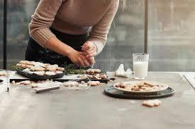 faire r馘uire en cuisine table de cuisine avec faire cuire la femme l espace libre image