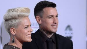 carey hart hair people are shaming pink carey hart for putting their son jameson
