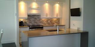 cuisine carré comptoir de cuisine en bois noir élégant comptoir lisse gris