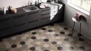 sols de cuisine revêtement sol cuisine 19 modèles de sol pour une cuisine au top