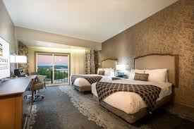 rooms u0026 suites resorts at lake ozark the lodge of four seasons