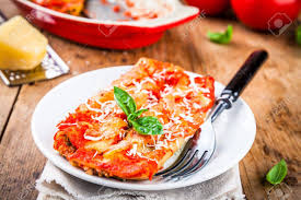 cuisine italienne cannelloni cuisine italienne cannelloni maison aux épinards et sauce tomate