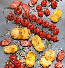 cuisine sur plancha recette lotte au chorizo et tomates cerises à la plancha