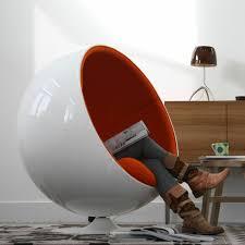 chaise boule le fauteuil boule un meuble de déco et de détente archzine fr