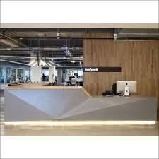 Free Standing Reception Desk Multi Layers Clothing Display Stand Free Standing Corner Wall