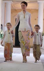 wedding dress brokat 26 best kebaya brokat images on batik dress batik