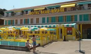 dans la déco de l hôtel beau rivage avec le petit nicolas