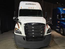 truck bumpers including freightliner volvo peterbilt kenworth freightliner unveils revamped redesigned 2018 cascadia