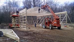 barns setting 40 trusses on a 60 long building with 14 side walls