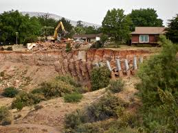 Homes Built Into Hillside City Tears Down Homes In Slide Area Work On Hillside Set To Begin