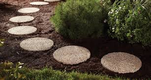 Backyard Stepping Stones by Add The Beauty Of Stones To Your Landscaping Design By Using Round