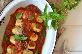 comment cuisiner le blé quenelles de semoule de blé à la sauce tomate saveurs