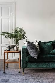 canapé vert canapé velours idées pour un salon chaleureux et cocooning