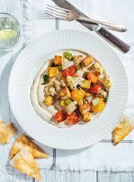 la cuisine de ricardo recette de sauté de tofu et de légumes sur hummus au yogourt de