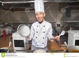 chefs de cuisine celebres cuisine cuisinier de sourire de chinois dans la cuisine photos