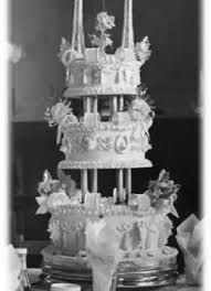 10 spectacular vintage wedding cakes