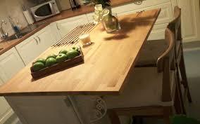 cuisine avec plan de travail en bois ilot de cuisine avec plan de travail en hêtre le du bois