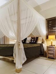 chambre cocon voilages vaporeux et ambiance tamisée pour cette chambre cocon