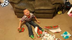 5 funny moments when parents give kids bad christmas presents