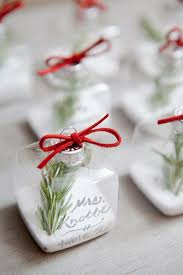 how to make table seating cards diy ornament place cards from somethingturquoise