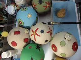 how to paint plastic prim ornaments with chalk paint