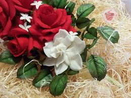 Gardenias by Sugar Red Roses And Gardenias Cakecentral Com