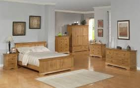 Home Design Ideas Comfy Bedroom With White Walls And Solid Oak - Oak bedroom ideas