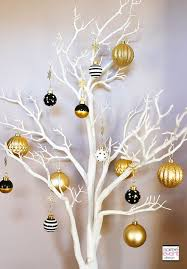 Christmas Ornaments For Decorating by Best 25 Gold Christmas Ideas On Pinterest Diy Craft Jobs Diy