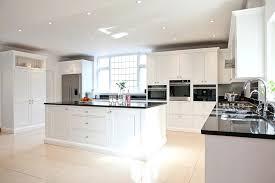 cuisine blanche avec ilot central modele cuisine avec ilot central table 11 cuisine blanche et modele