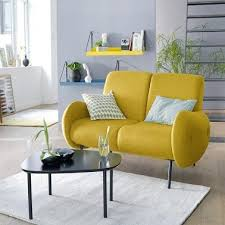un studio avec un tout petit canape jaune la redoute